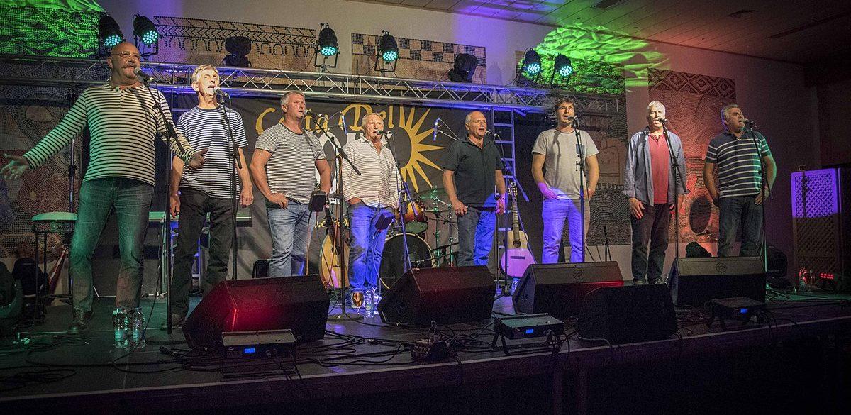 Fisherman's Friends performing